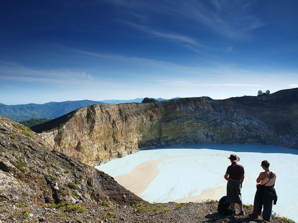 Tiwu Nuamuri Koofai, one of Kelimutu crater lakes...
