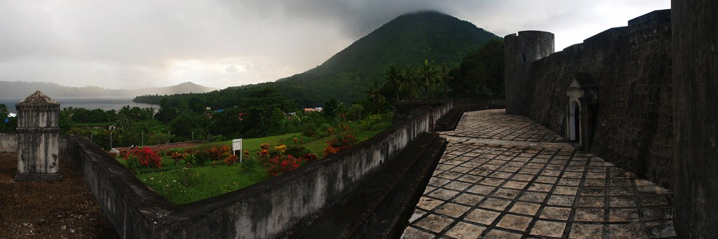 The Fort Belgica, with Gunung Api at the background...