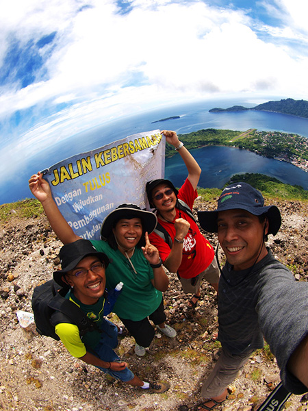 The magnificent four, at the top of Gunung Api... :D